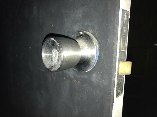 既存のドアノブ 鍵穴側